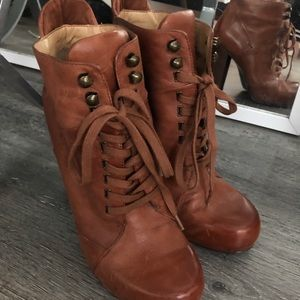 Nine West Lace-up Bootie cognac/camel size 7.5